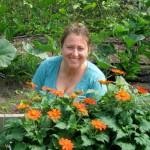 bekah-resnick-in-garden